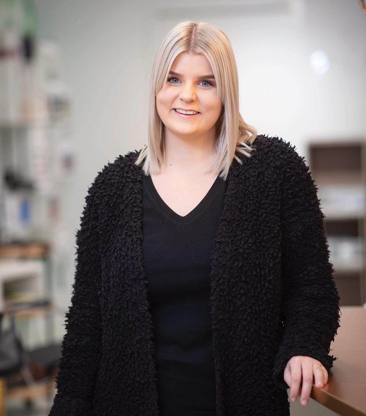 Nora Fjällstrom, Frisör